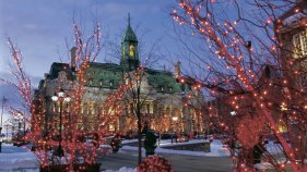 187702__montreal-city-hall-at-christmas-quebec_p
