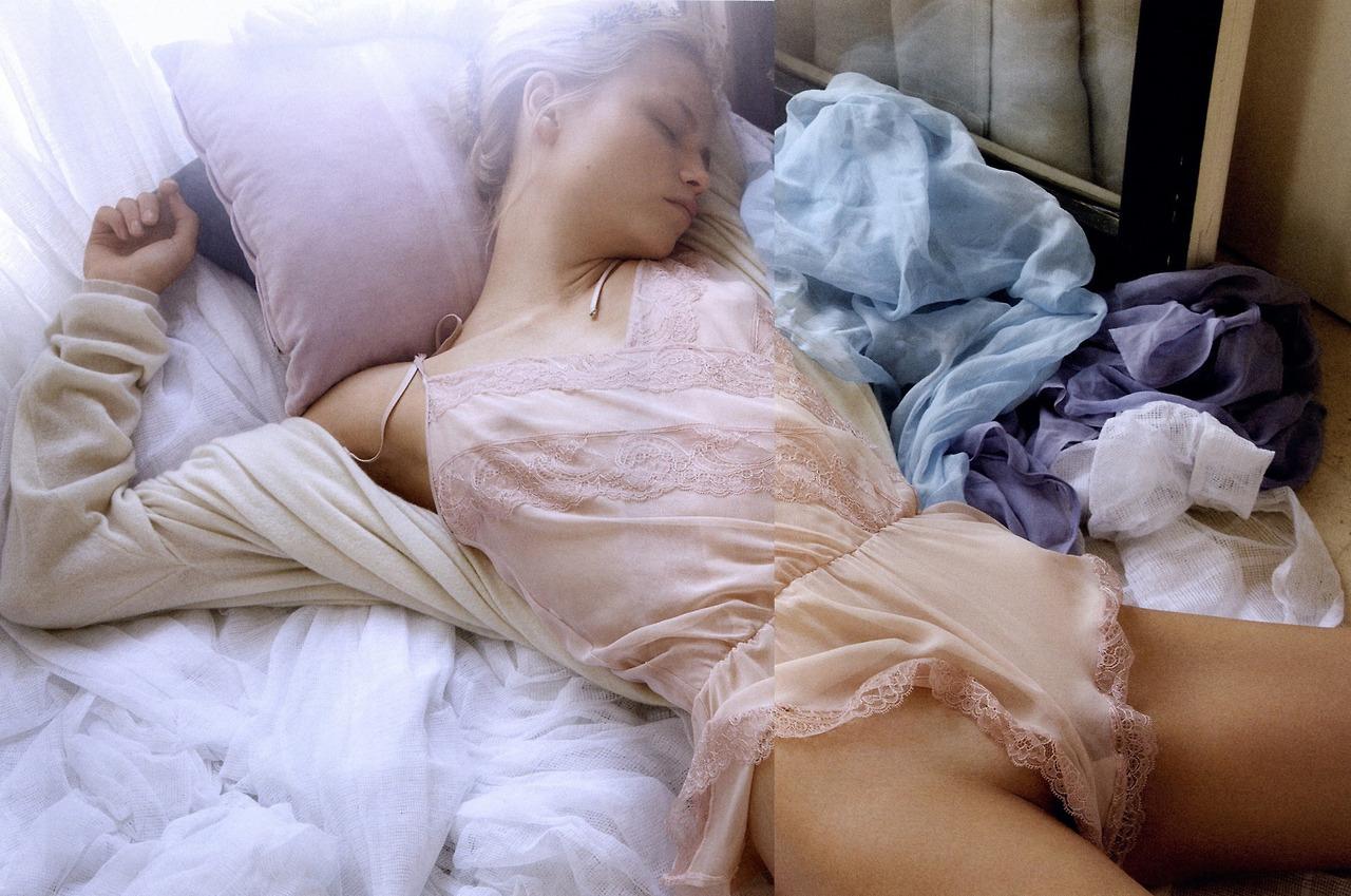 Фото писек спящих девушек, Голые спящие Фото голых девушек 12 фотография