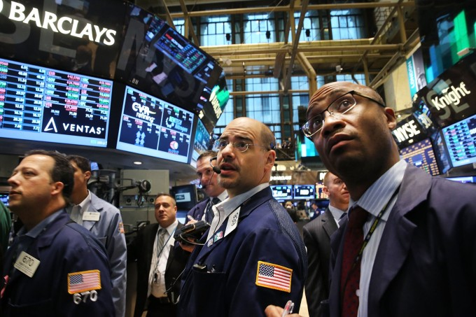 NEW YORK, NY - JUNE 07: Traders work on the floor of the New York Stock Exchange (NYSE) on June 7, 2013 in New York City. Following news of a positive jobs report showing the economy added 175,000 jobs in May, the Dow Jones industrial average and S&P 500 rose 1% in the early trading.   Spencer Platt/Getty Images/AFP