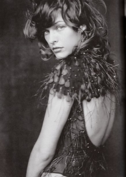 milla-jovovich-by-paolo-roversi-for-vogue-italia-october-2002-6