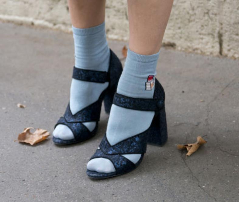 nuovo autentico codice coupon all'ingrosso online Sandali per questo A I 2017-18, indossati con calze di ...
