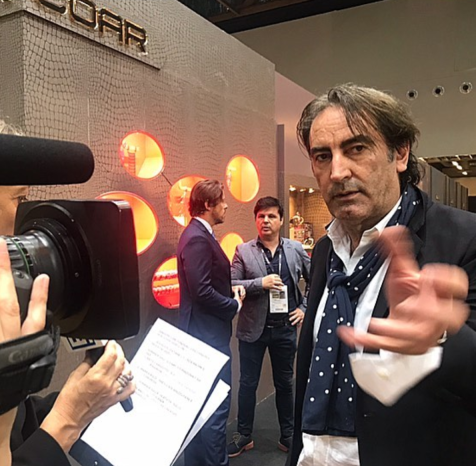 Beppe Angiolini, international influencer of fashion system. Presidente onorario della Camera Moda Buyer. Beppe è AD di OroArezzo talento naturale e fiuto proverbiale per le tendenze e le novità.