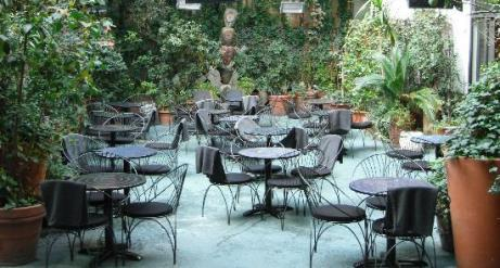 outdoor-seating-at-10